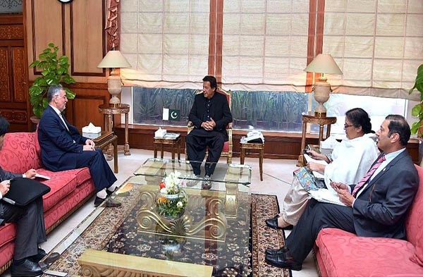 Secretary General of ECO Dr. Hadi Soleimanpour (L), paid a courtesy call on Prime Minister of Pakistan H.E Mr. Imran Khan (C) on Mar 13, 2019 (Courtesy APP)